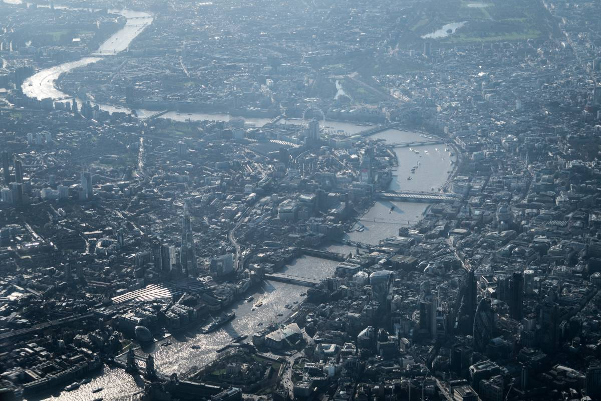YFFUK  Phil Endicott view of London from the sky as landing at Heathrow