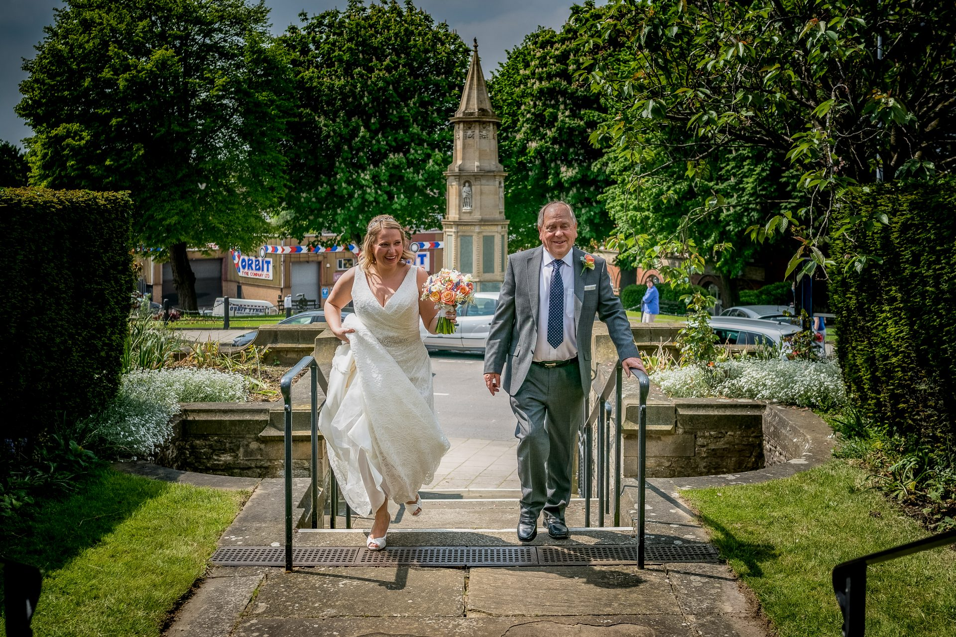 YFFUK Phil Endicott Newell St Mary Church Rushden Northamptonshire bride arriving at church with her father