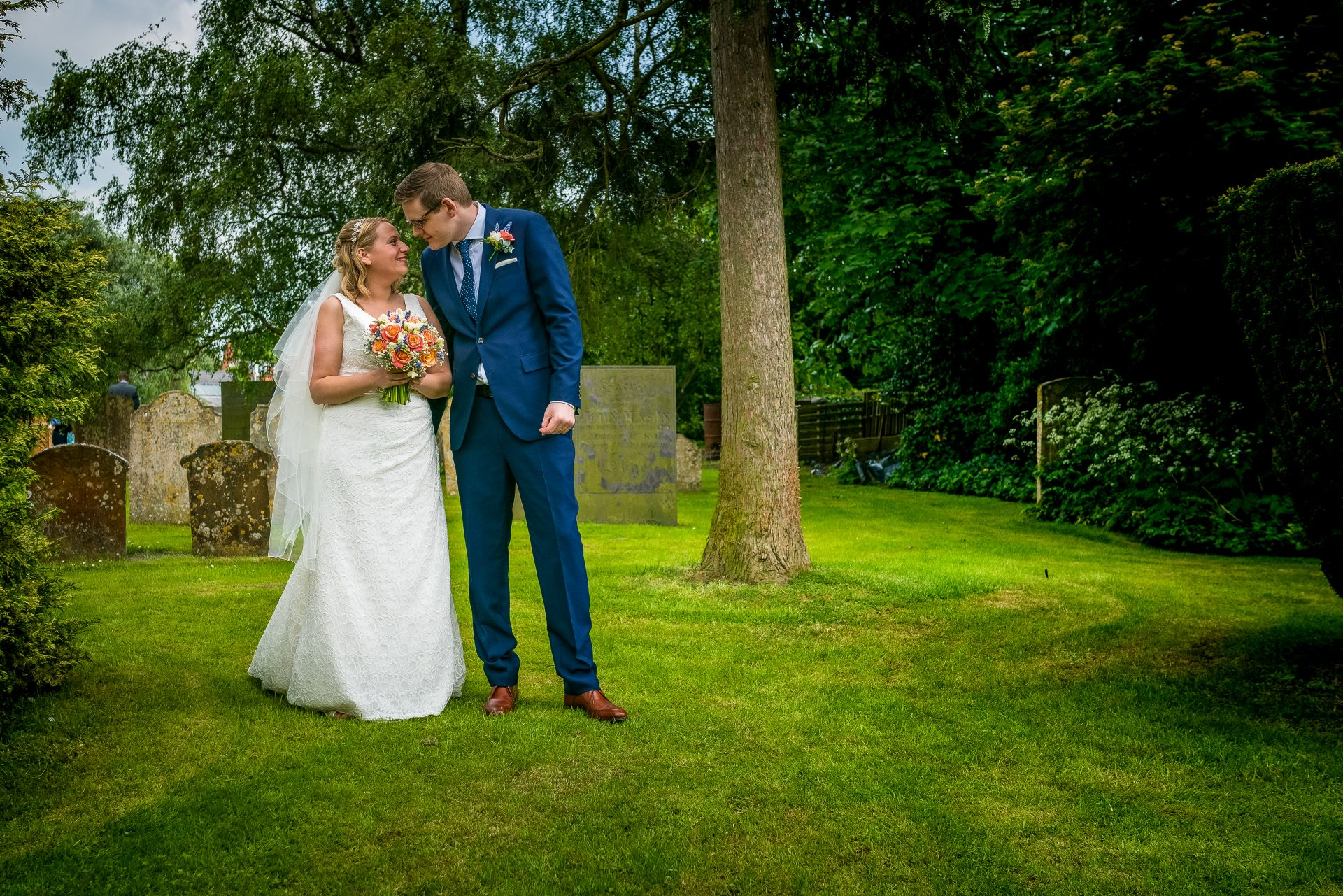 YFFUK Phil Endicott Newell St Mary Church Rushden Northamptonshire bride groom kissing under the tree in the gardens