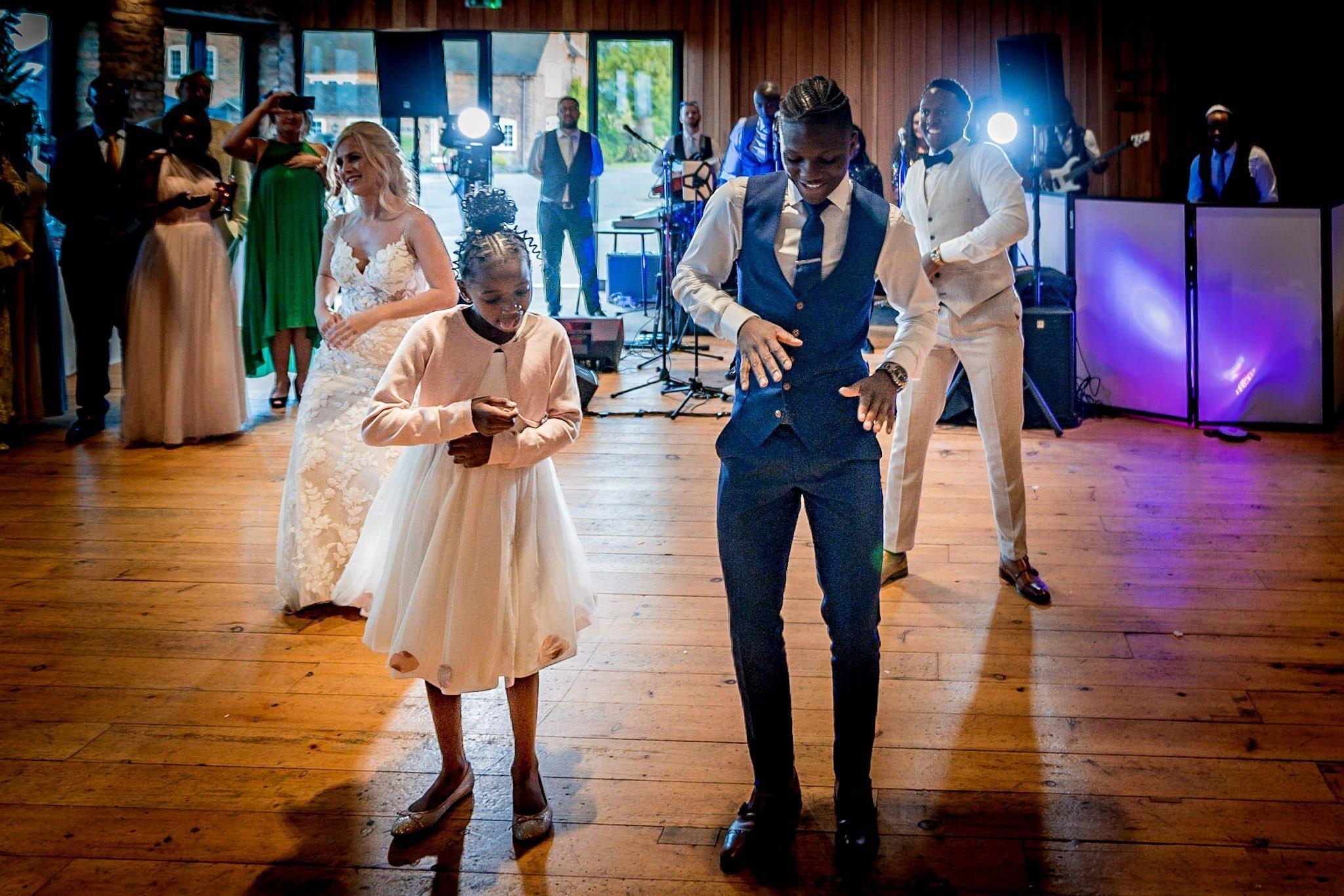 Your Favourite Frame YFFUK Mwasuku Norton Fields Atherstone flash dance groom bride and family